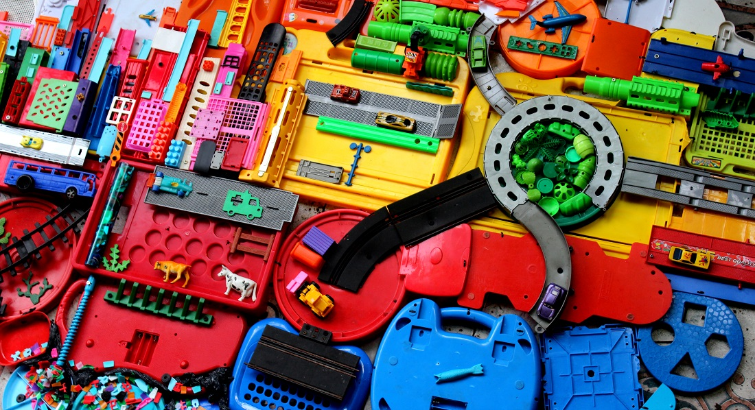 Las Reglas del Juego, una muestra que apunta a repensar el consumo del plástico