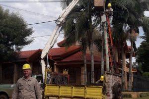 Cerro Azul continúa instalando alumbrado público LED