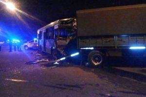Posadas: grave accidente entre un colectivo urbano y un camión del Ejercito dejó más de 30 heridos