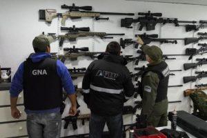 El ministerio de Seguridad y la Aduana presentaron los resultados del histórico secuestro de 2500 armas dirigidas a narcos de Brasil