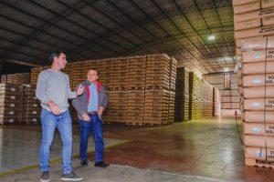 """Herrera Ahuad visitó a una de las grandes exportadoras de té y le dejó un mensaje a los empresarios: """"Lo que vos tributás, tengo que cuidarlo"""""""