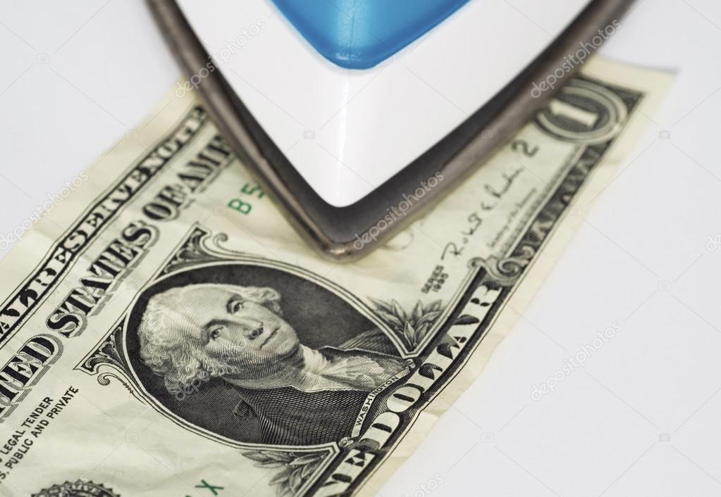 """Prat-Gay y la UIA advierten sobre el atraso cambiario y critican la """"plancha"""" del Gobierno para tener al dólar quieto"""