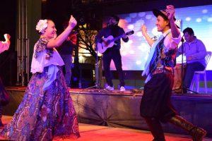 """Con buena música, el público soportó el frío de la primera entrega de """"Baile de mi tierra"""""""