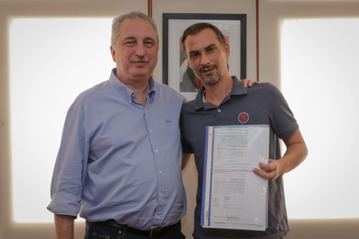 Passalacqua entregó ayudas económicas a entidades y municipios