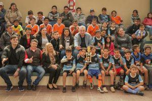 Passalacqua inauguró un polideportivo y entregó subsidios a laneras en Profunidad