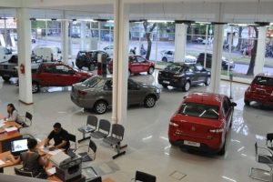 La producción de autos se desplomó 47,5% en julio