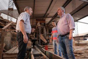 Passalacqua visitó un aserradero beneficiado con la asistencia del Fondo de Crédito en Andresito