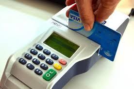 Recuerdan que ya no es necesario firmar los comprobantes de pago con tarjetas de débito o crédito