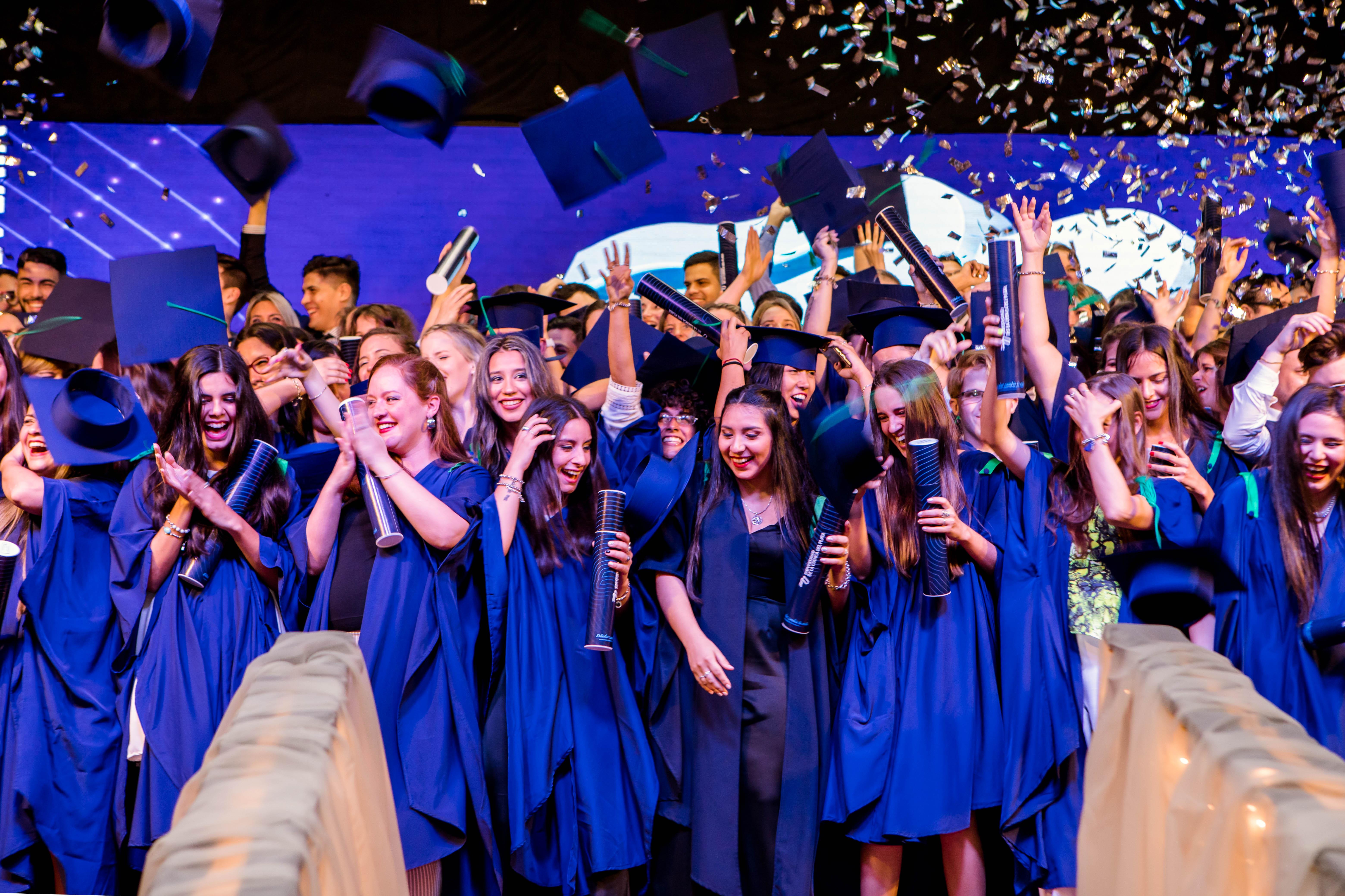 Con más de 160 graduados la Cuenca del Plata realizó su acto de colación