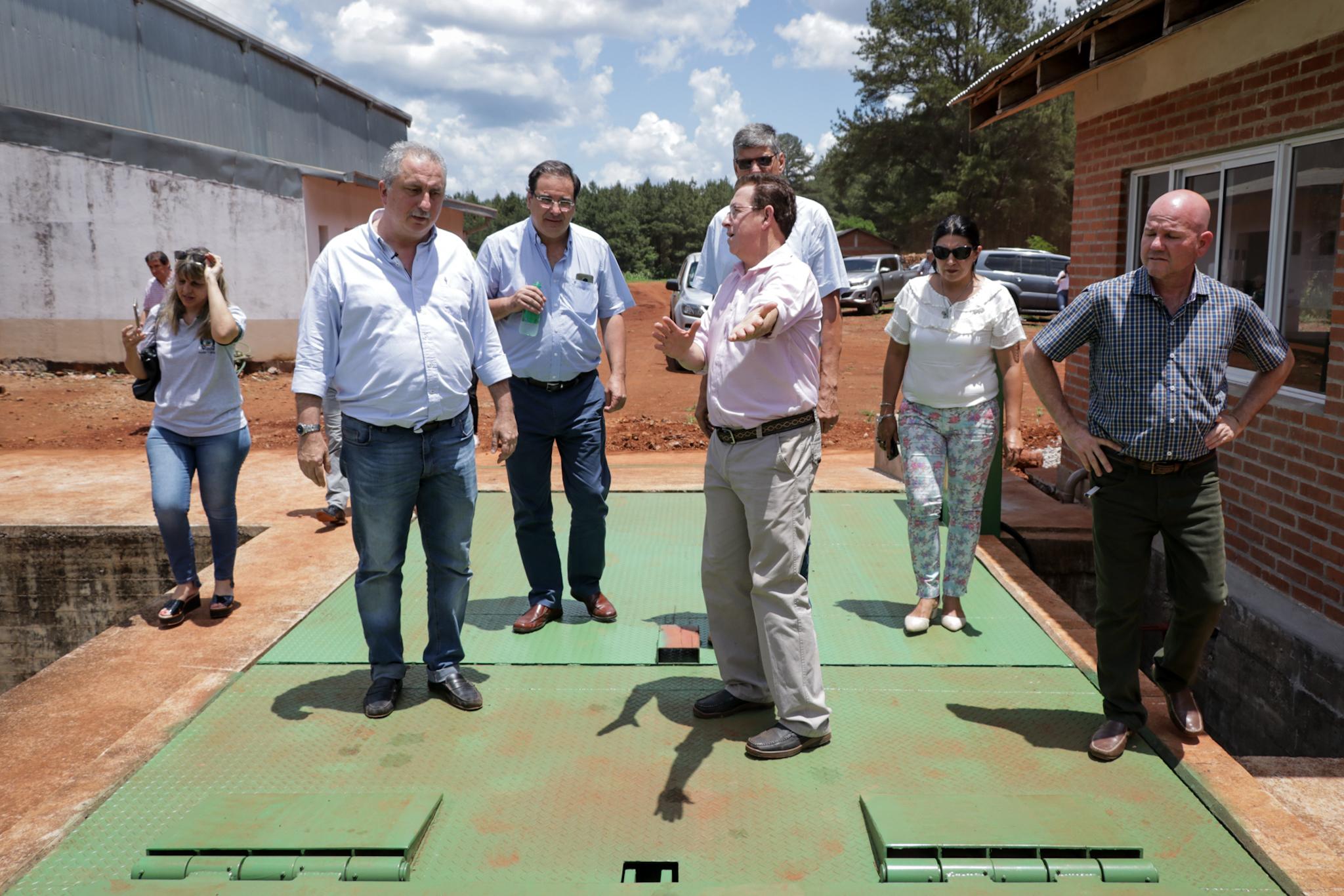 Passalacqua visitó la fábrica de almidón de mandioca en Esperanza