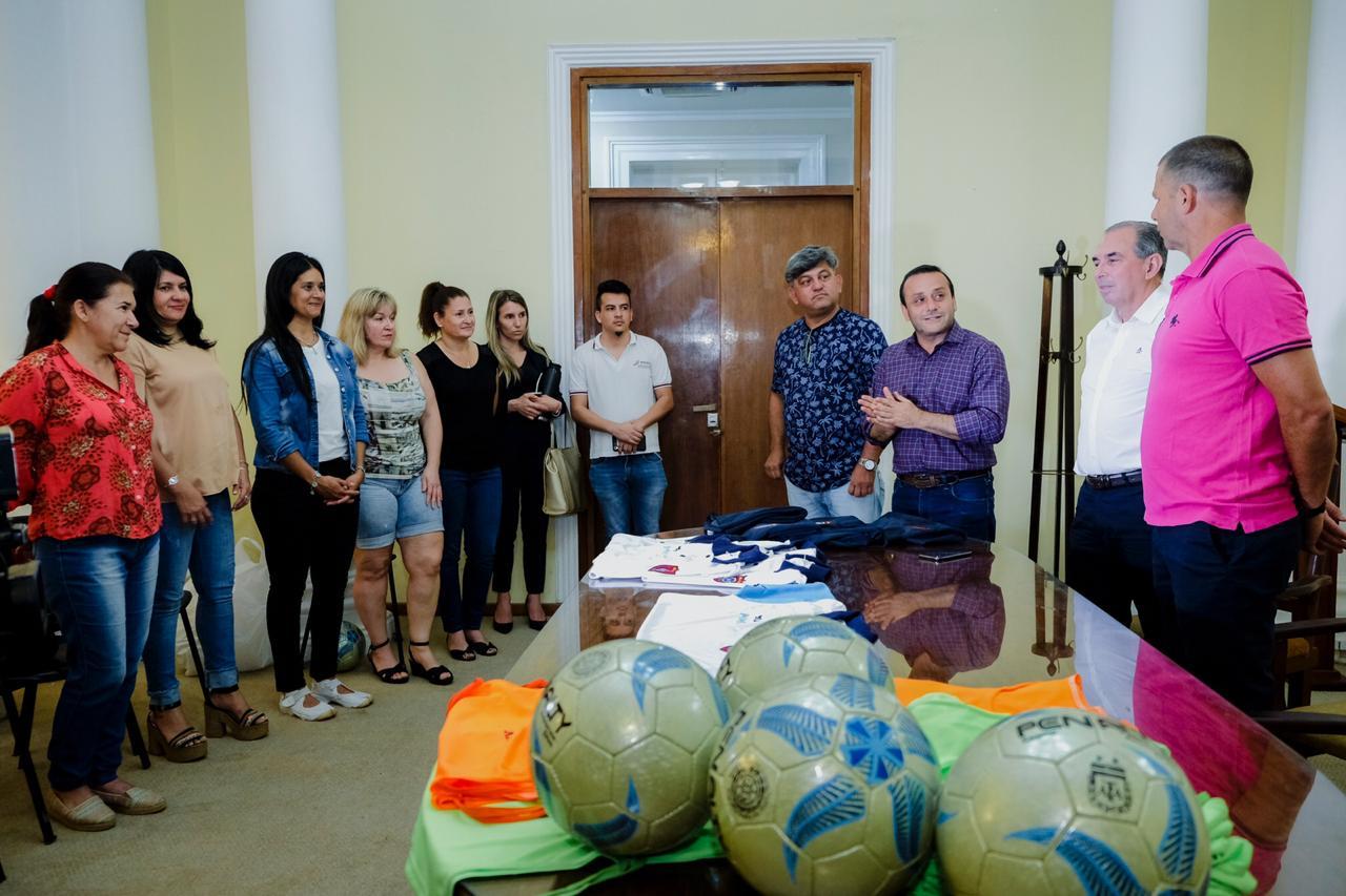 Herrera Ahuad entregó indumentaria para competición