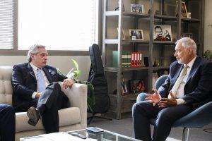 Banco de desarrollo anunció compromiso de inversión por u$s1.600 millones en el país