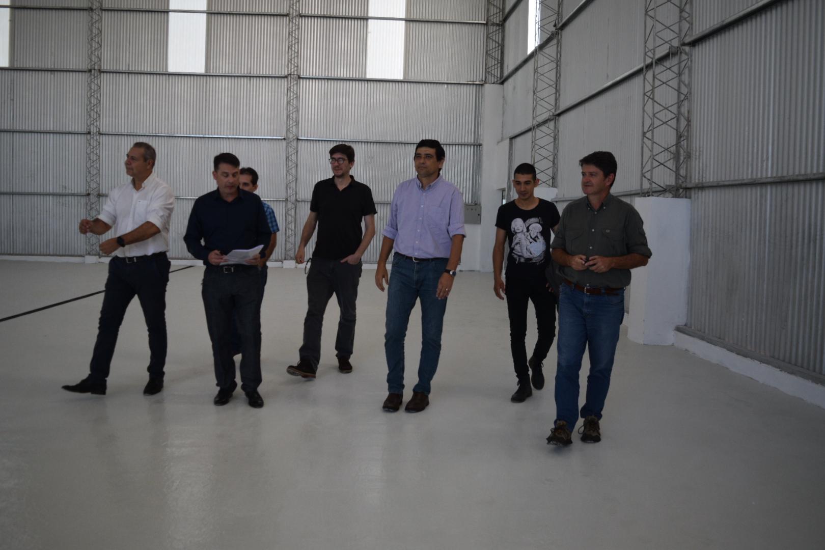 Losada recorrió la finalización de obras del astillero escuela en Nemesio Parma