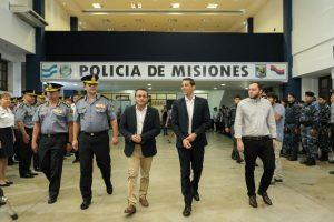 El gobernador Herrera Ahuad entregó uniformes y material logístico a la Policía de Misiones