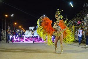 Libres ya vive a pleno sus siete noches de carnaval, el más antiguo del país