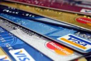 Por el impuesto del 30%, las compras en dólares con tarjeta de crédito cayeron 45,6% en enero