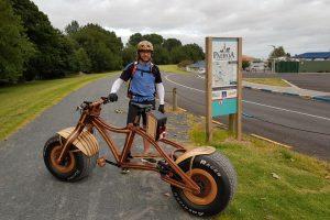 De Misiones a Nueva Zelanda: el carpintero que soñó con una bicicleta de madera