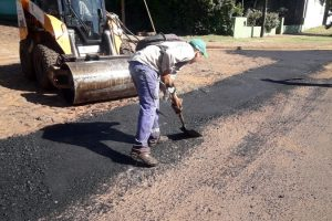 Desarrollan trabajos viales en barrios de Posadas