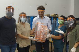 Docentes misioneros imprimieron protectores faciales para trabajadores sanitarios