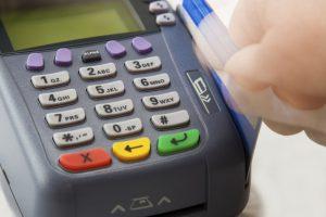 Los Bancos dicen que es imposible reducir plazos para liquidar a comercios compras con tarjetas