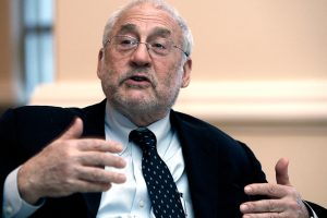 """Stiglitz sale en auxilio de su 'pollo' Guzmán y dice que el caso argentino es un """"presagio"""" de lo que puede suceder con otros países endeudados"""