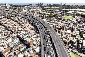 Barrios populares y control del transporte, ejes del análisis de Fernández con el Comité de Expertos
