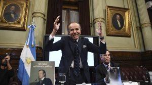 El ex presidente Menem, internado con neumonía y dio negativo de coronavirus