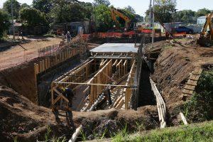 Vialidad Provincial comenzó en Posadas el saneamiento del arroyo Santa María