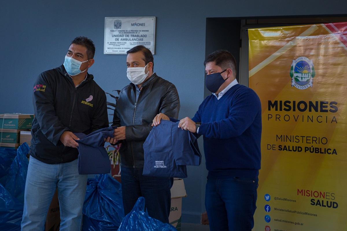 Herrera Ahuad entregó indumentaria a médicos y enfermeros y una ambulancia