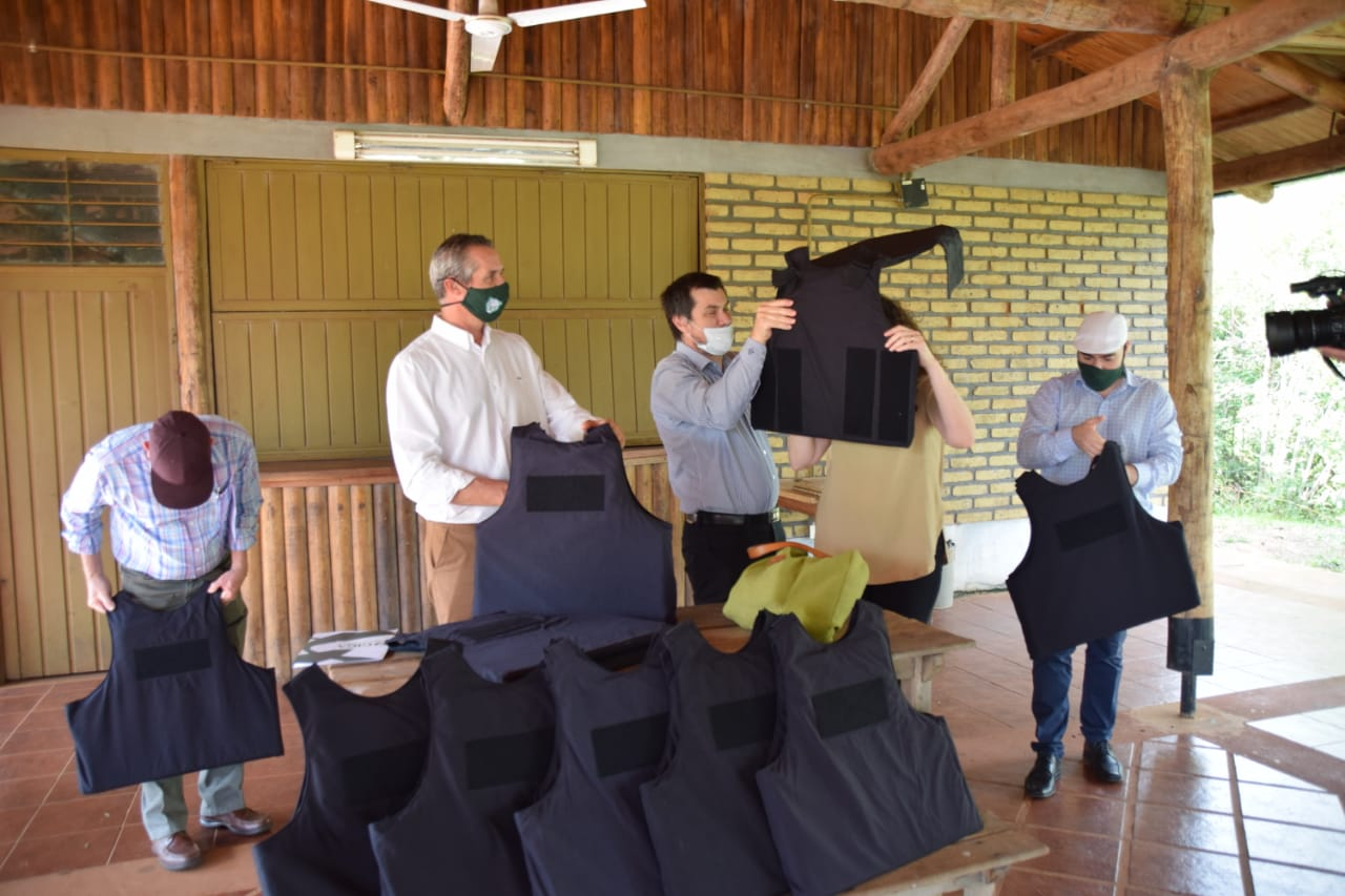 Ecología entregó chalecos antibala a los guardaparques misioneros