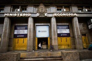 """El Gobierno colocó un vencimiento del bono """"Pimco"""" por $135.000 millones"""