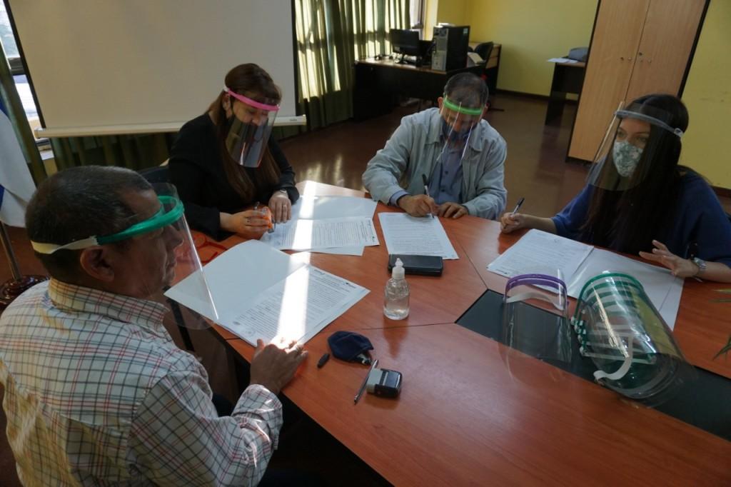 Buscan que los tareferos y sus hijos puedan terminar sus estudios primarios y secundarios