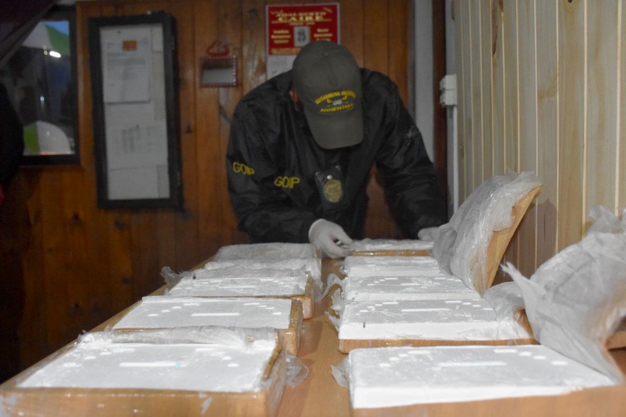 Ocultaban más de 10 kilos de cocaína dentro de un compresor de aire