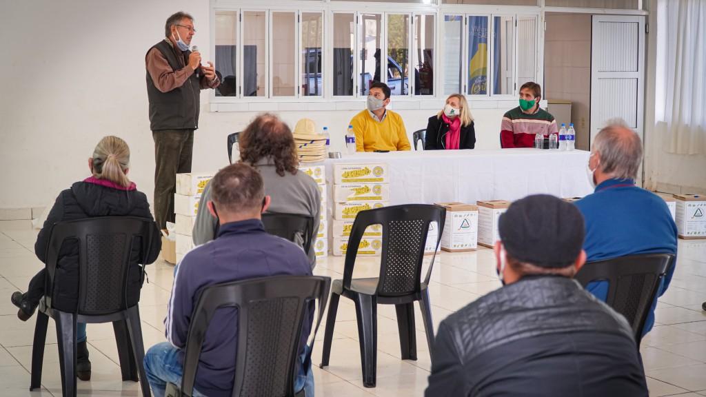 El IFAI entregó insumos a cooperativa de Apóstoles y fertilizantes para productores