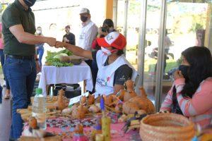Arce acompañó el aniversario del Mercado de la economía social y sustentable de Bonpland