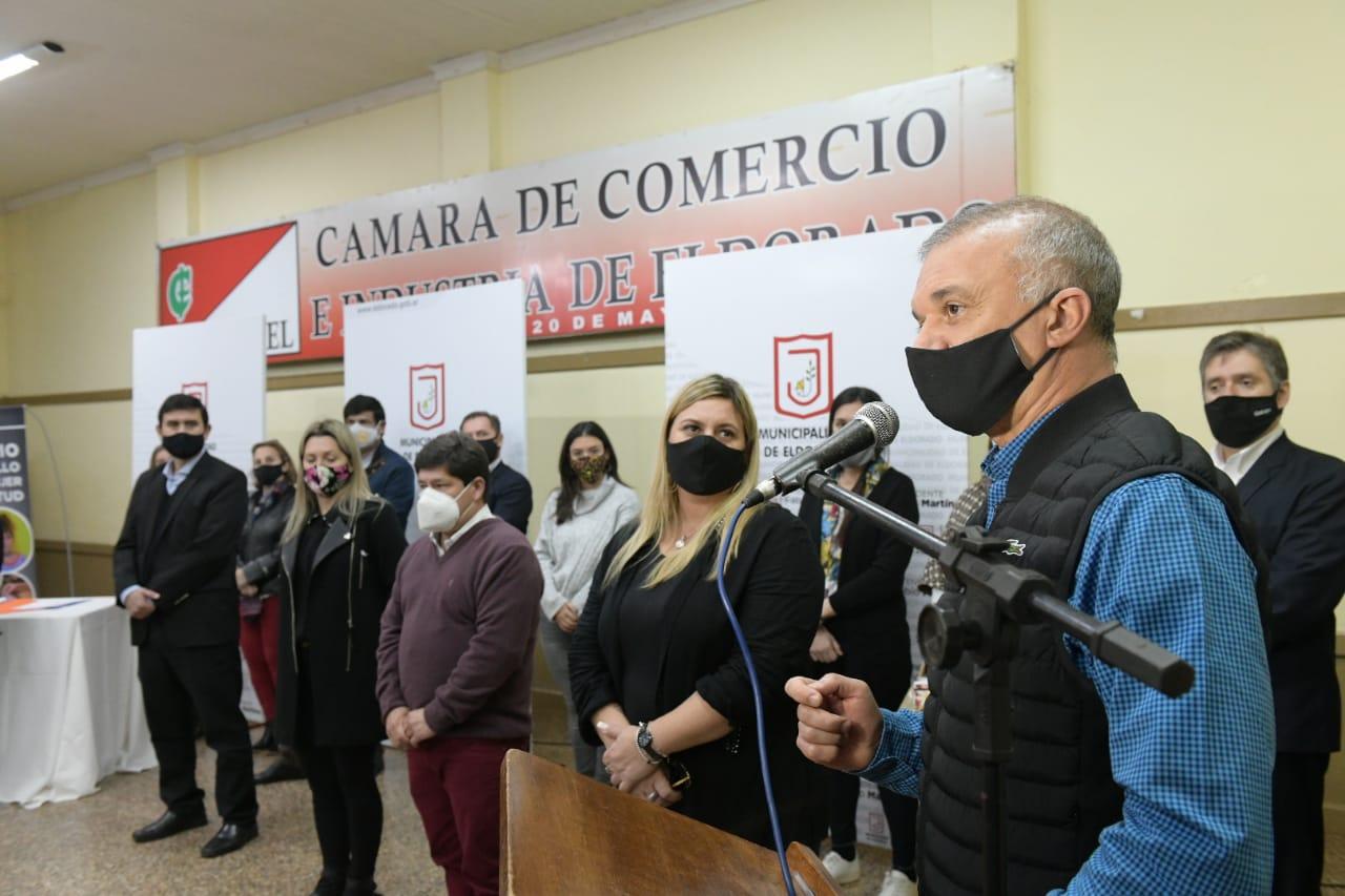 Arce inauguró área de niñez y adolescencia en Eldorado