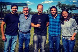 """Se preparó con los mejores en Mendoza y volvió para fundar su """"bodega"""" en Alem: """"Quiero cambiar la historia"""""""