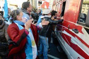 Fuerte repudio al ataque contra periodistas en el Obelisco