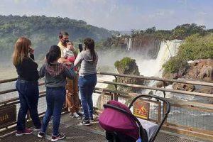 Cabandié elogió la apertura de las Cataratas del Iguazú
