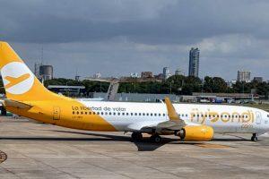 """El gobierno dio el """"ok"""" para continuar las rebajas salariales y congelar paritarias en Flybondi"""