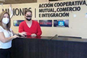 El Ministerio de Acción Cooperativa incorporó barbijo inclusivo para el personal de Mesa de Informes