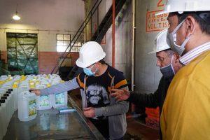 """""""En Misiones tenemos garantizado el alcohol, puro, en gel y sanitizante"""", destacó el Gobernador en el Ingenio de San Javier"""