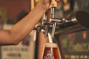 Abadía, quince años de divina devoción por la cerveza artesanal