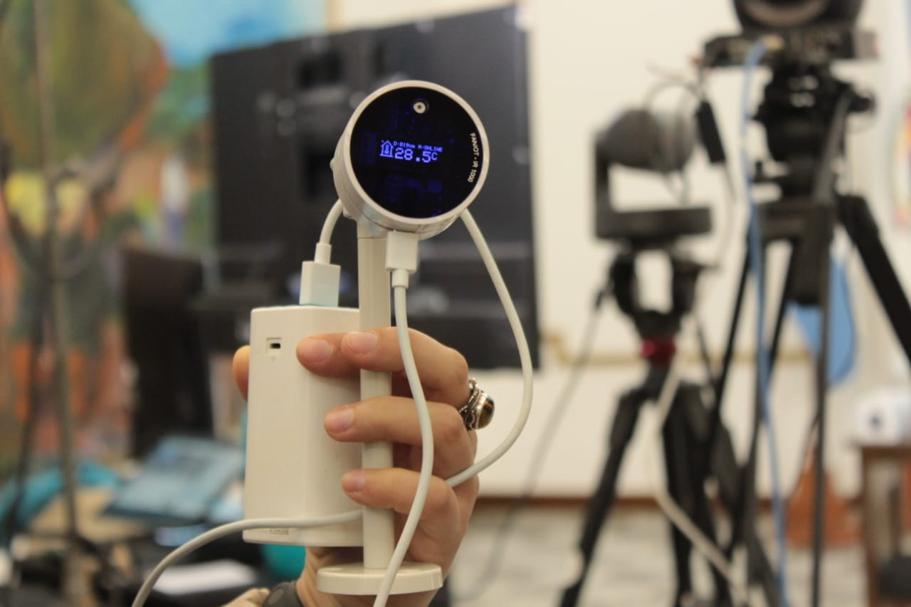 Entregaron los primeros termómetros digitales fabricados en Misiones