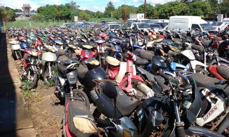 Posadas: compactan motos abandonadas en el corralón municipal