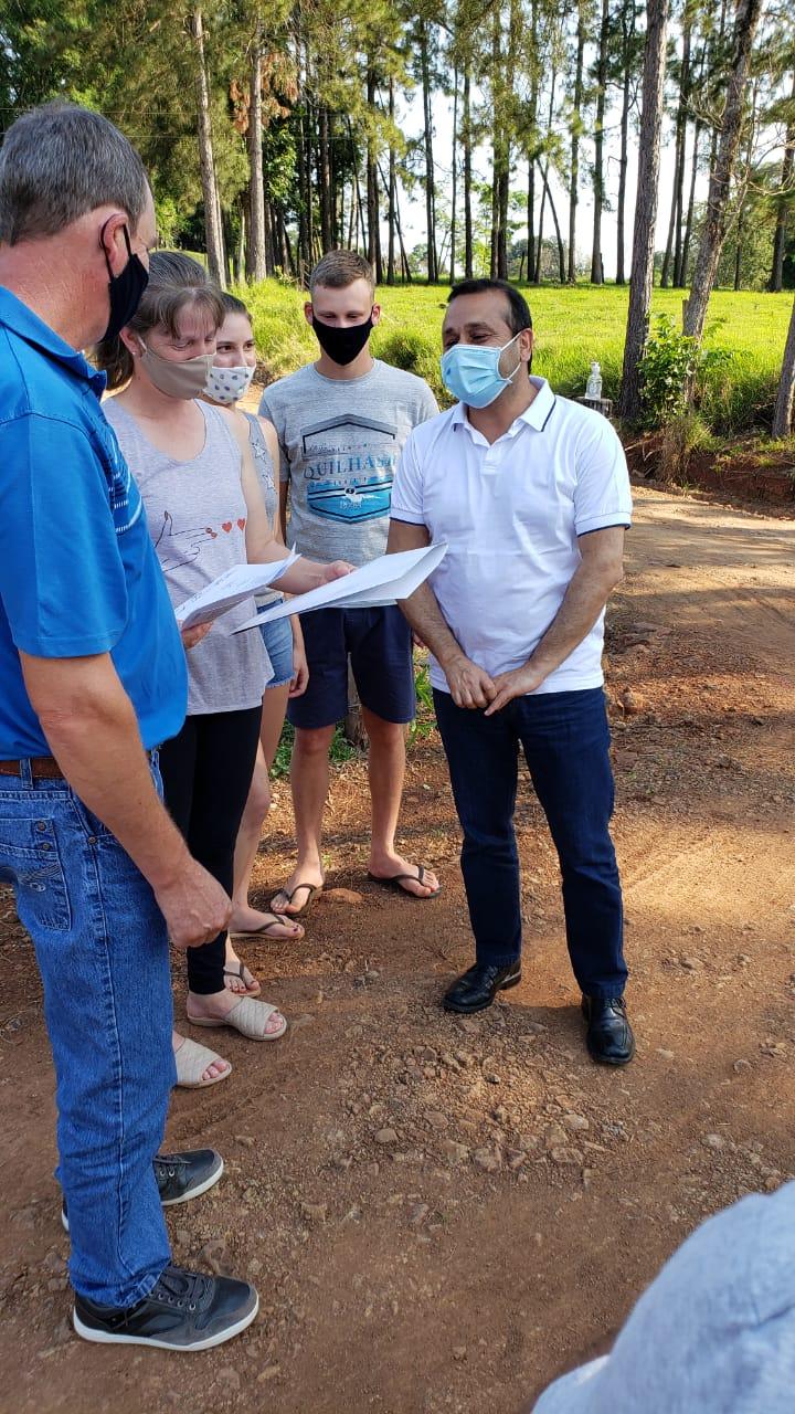 Herrera Ahuad entregó viviendas rurales en Colonia Aurora