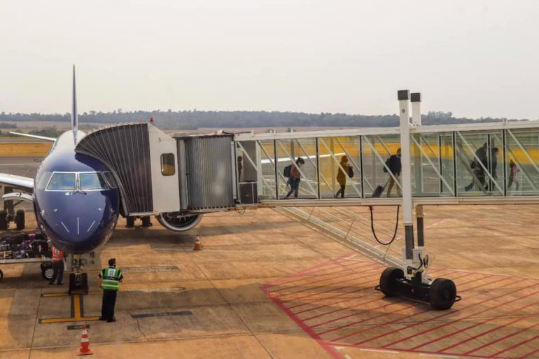 Foz do Iguaçu recuperará seis vuelos en octubre, cinco  de cabotaje y uno internacional