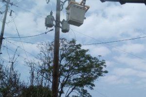 Trabajos de electrificación rural en localidades del interior