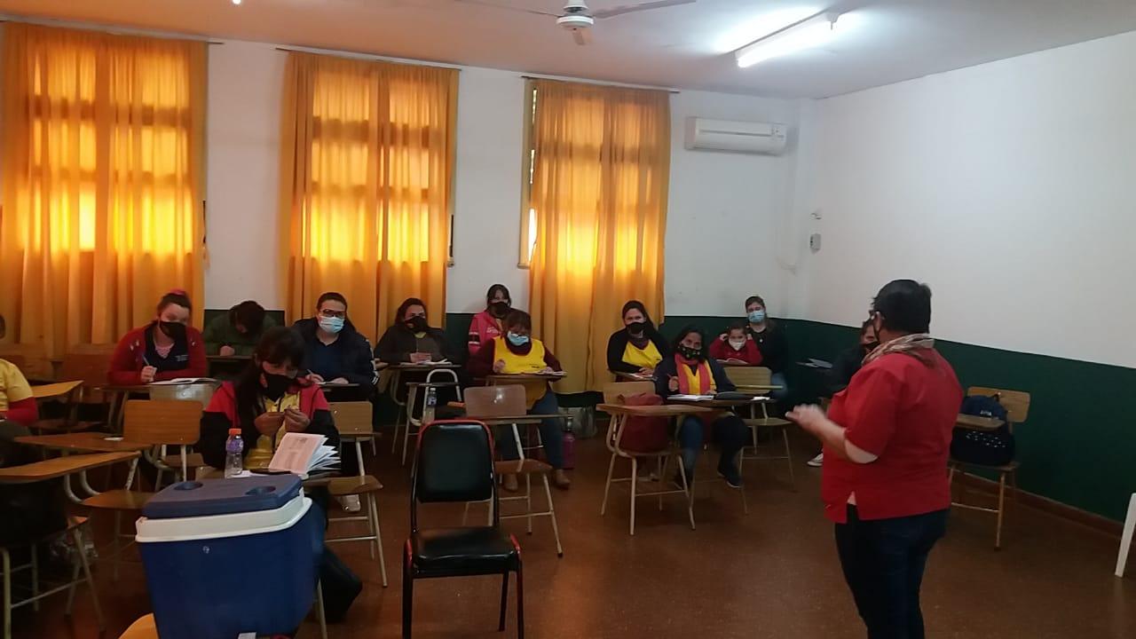 Agentes Sanitarios de la zona Centro Uruguay se Capacitan para ser Vacunadores