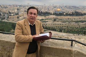 El reconocido pastor Héctor Gross cumple hoy 45 años en radio y televisión